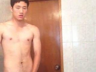 若い!19歳の素朴系ノンケ君!現役テニス部員の全裸オナニー!