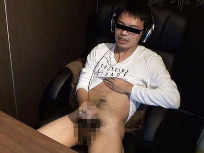 ネットカフェに仕掛けたカメラでノンケ男子の性態観察!イケメン坊主、AV釘付けメガネ、筋肉リーマンのオナニーを盗撮!