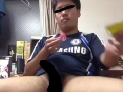 社会人サッカー部員のリーマンがオナニーして出したザー汁を飲み込んじゃいました!