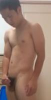 18歳の野球部員、全裸でシコシコしちゃってます!