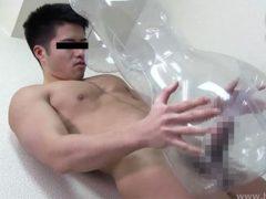 ノンケで22歳、現役体育大学生がダッチワイフを使って性処理をする!