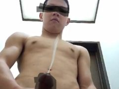 現場ヤンキー男子の全裸オナニー!巨根からの射精は大量ときた!