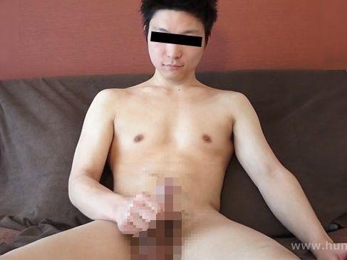 爽やか色白筋肉質の青年がアナル丸見え状態で手コキされて快感悶絶!