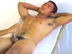 爽やか体育会系男子の全裸オナニーと手コキ!大量に雄汁をぶちまける!