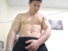 鍛え抜かれた筋肉マッチョ!かわいい顔をした青年の全裸オナニー!