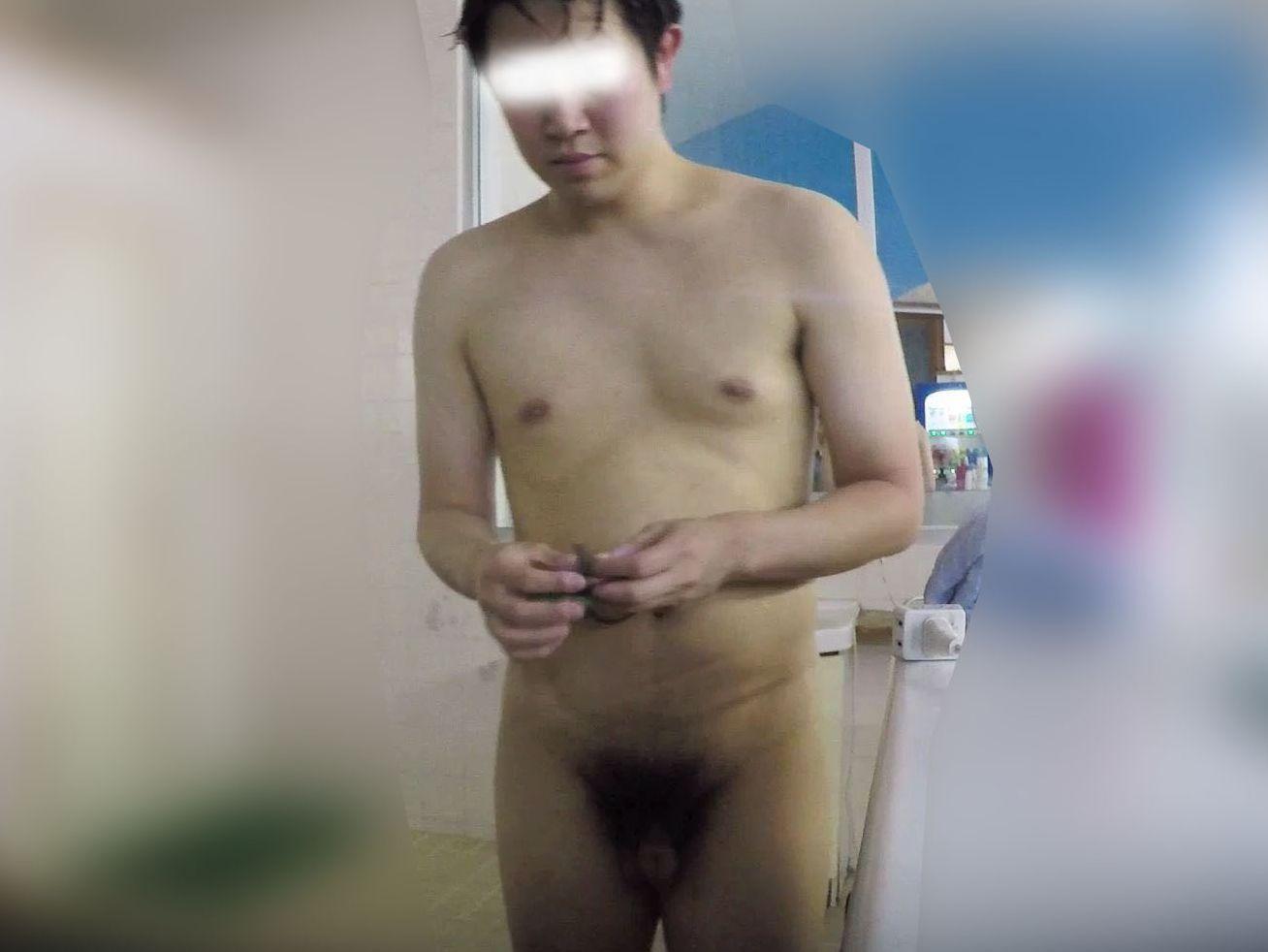 普通体型のノンケ男子を銭湯で盗撮!チンポはやや太めの模様。