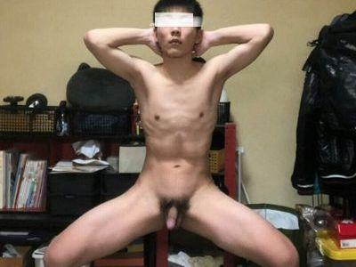 スジ筋男子学生、イケメンだけどエッチなんです!アヘ顔全裸オナニー!