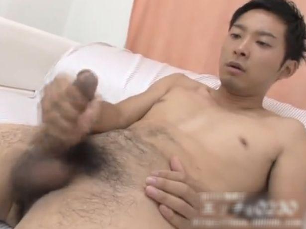 【無料ノンケ動画】大人っぽい素人の高木孝輔くんの無修正全裸オナニー!