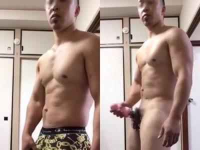 有名店のジムトレーナー★パーフェクトボディにエロすぎるチンポをシゴく!