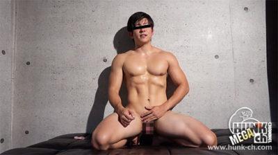 イケメンマッチョの体操部員の修平君が男と女に挟まれちゃいました!