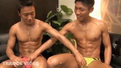 【期間限定】カッコよくて筋肉質なノンケ青年がチンポをしゃぶりあい!