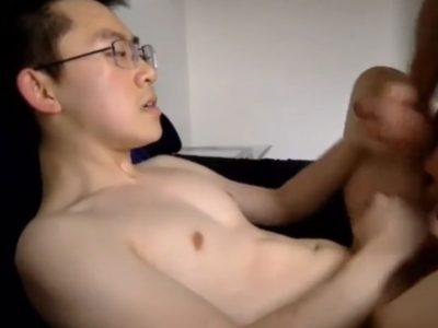 【青年エロ動画】アジア系のかわいい青年が積極的にケツを掘られる!